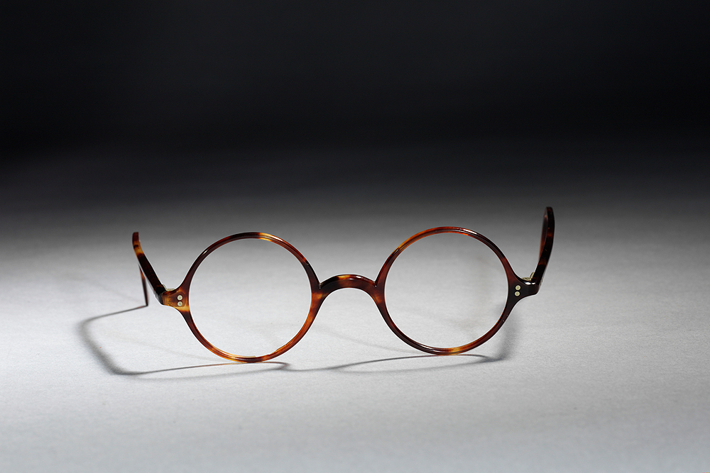 Round Glasses No Frame : About the V&A Oliver Goldsmith Eyewear Collection ...