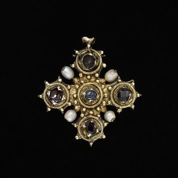 Pendant reliquary cross