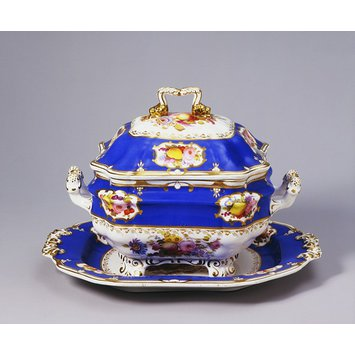 Soup tureen