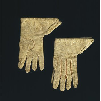 Pair of doll's gloves