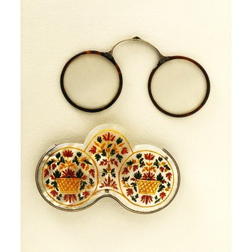 Spectacle case and spectacles