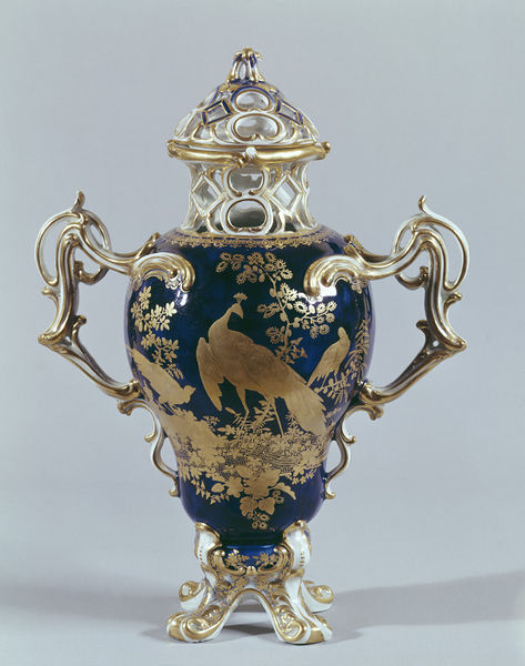 Chelsea gold anchor Dudley vase in the V&A