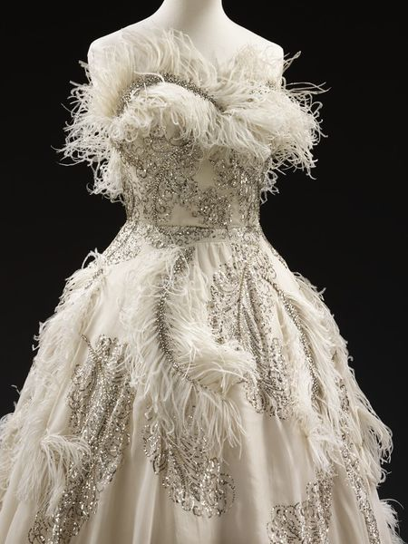 Rate the dress pierre balmain does ostrich feathers the for Wedding dress with ostrich feathers