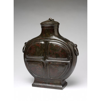 Bronze vase (bianhu) and lid