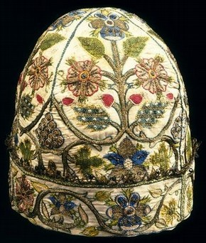 Man's embroidered nightcap, 1600-1624, Museum no. T.258-1926