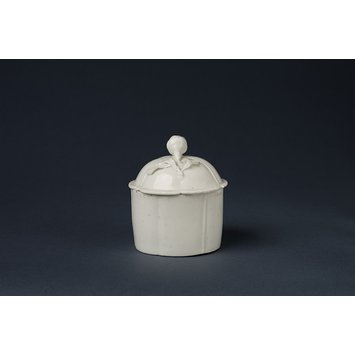 Toilet or pommade pot and cover