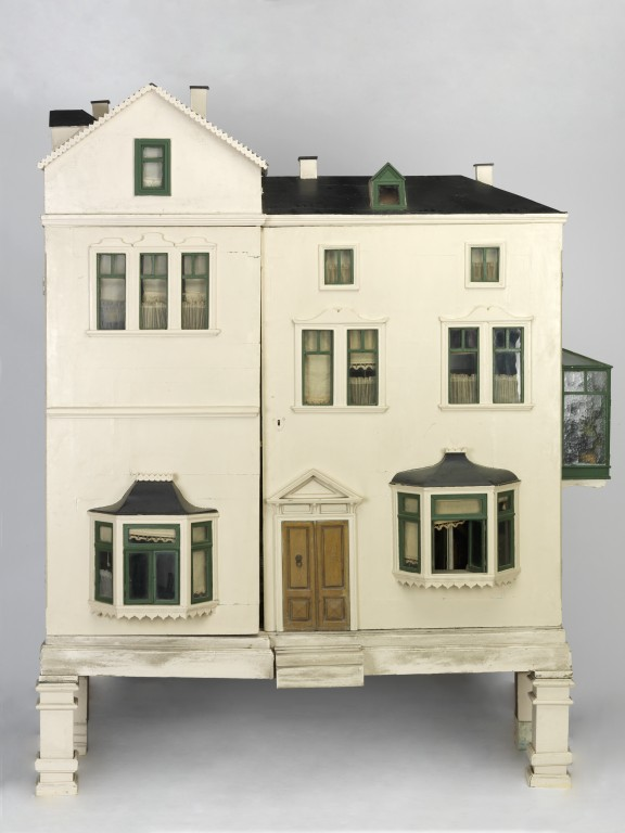 Devonshire Villas (Dolls\' house) | V&A Search the Collections