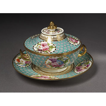 Sauce tureen, cover and stand