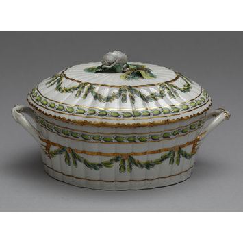 Sauce-tureen with cover and stand