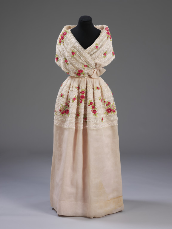 Evening dress | Balenciaga, Cristóbal | V&A Search the Collections