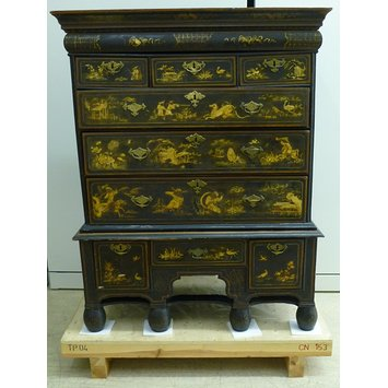 Chest of drawers on stand