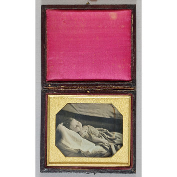 Daguerreotype - Deceased young girl